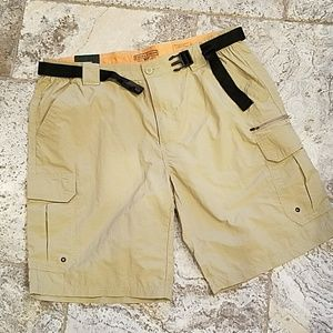 Field and Stream shorts w belt